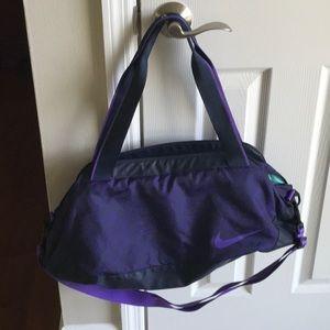 NWOT- Women's Nike duffle/gym bag